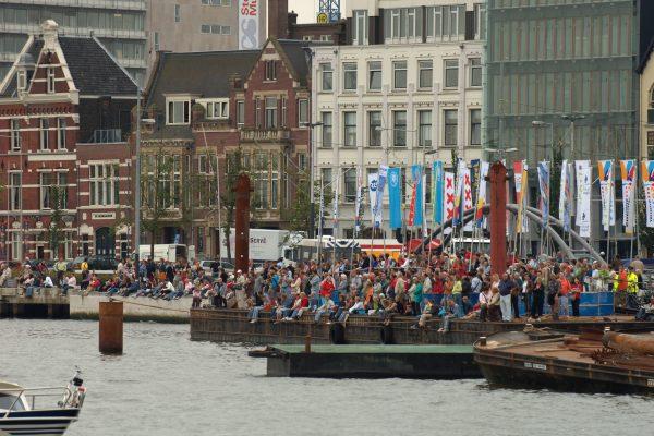 Op de Kapitein Anna hoeft u niet vanaf de kant toe te kijken tijdens Sail Amsterdam