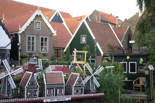 Volendam, een van de havens aan het Markermeer en een van onze bestemmingen
